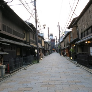 Do not be fooled by their dull appearance. These non-descript teahouses have hosted colourful parties between Geishas and their patrons for centuries